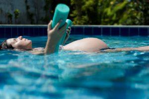 La natation est recommandée aux femmes enceintes