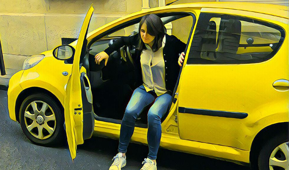 Pensez à vous tourner avant de sortir de voiture, pour éviter une torsion des lombaires