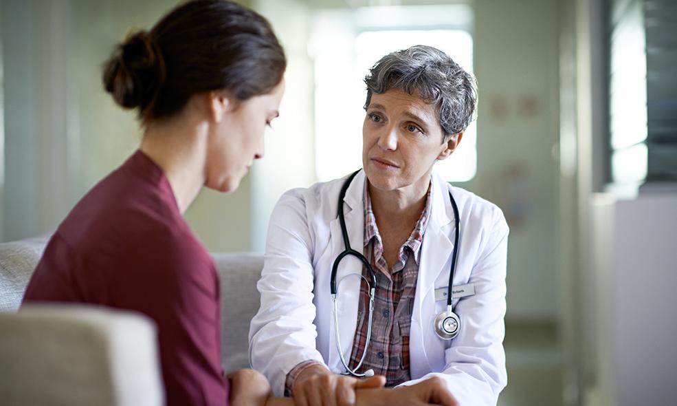 L'ostéopathe doit adapter son traitement aux traumatismes des patients, certains ne souhaitant pas être touchés par exemple